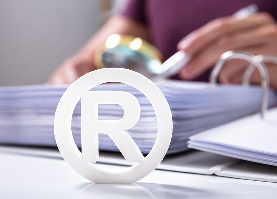Waarom en hoe gebruik je de symbolen ® R,™ TM en ©?
